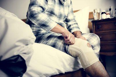 A man having a knee injury